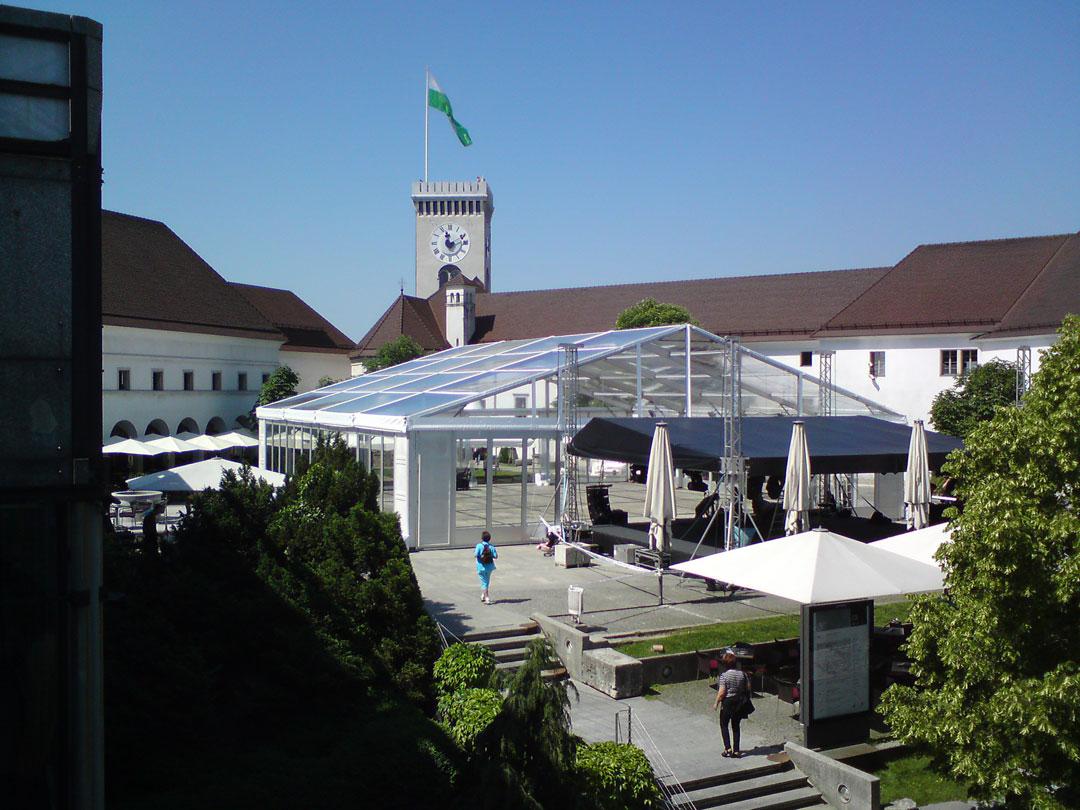 Postavitev konstrukcije za dogodek SKB banke na Ljubljanskem gradu